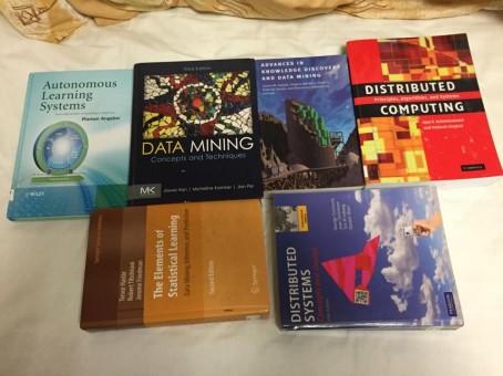 Đống sách phải đọc trong học kì này .... (Còn 2 cuốn chưa mượn được)