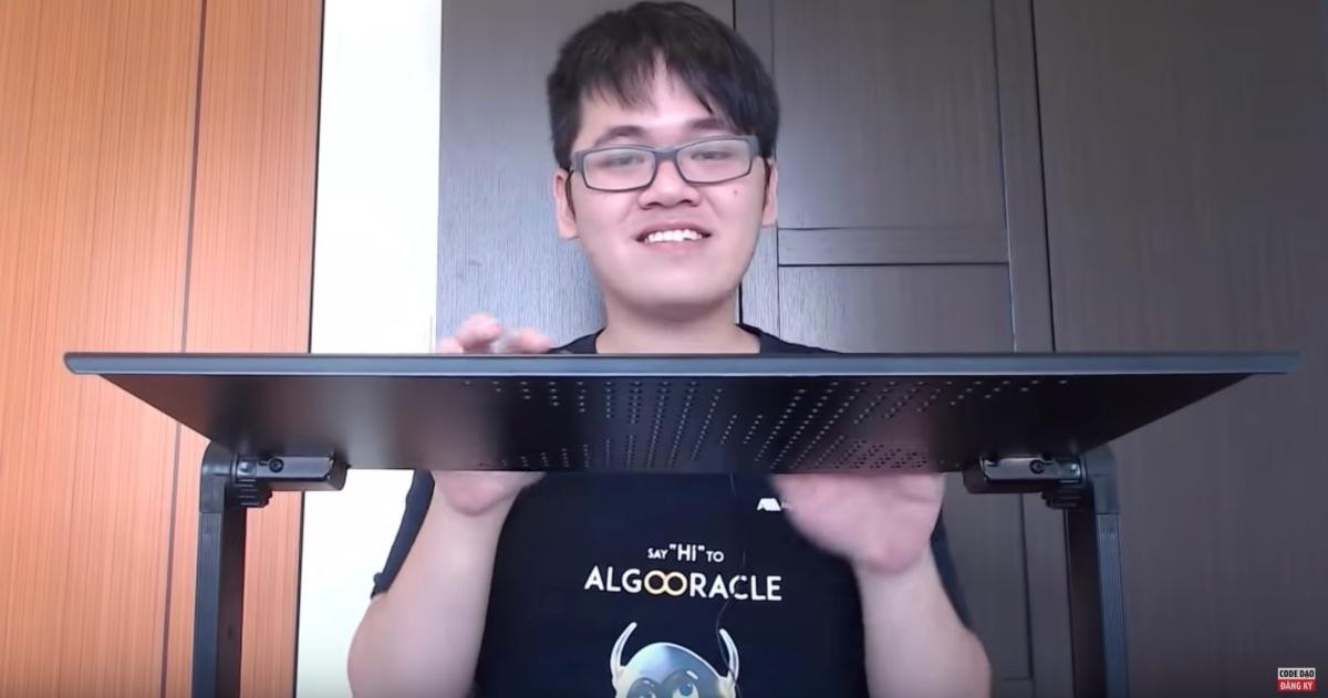 """[Funny] Cái bàn """"thần thánh"""" giúp tăng thời gian và năng suất code của developer vào ngày cuối tuần"""